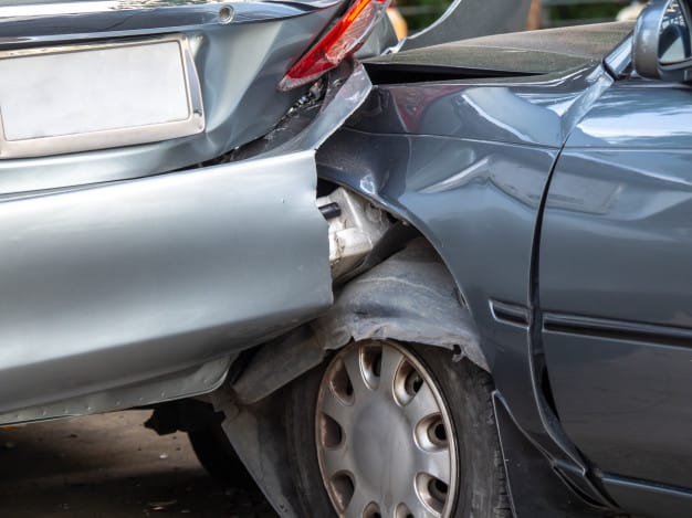 מה עושים כשקורת תאונת דרכים?